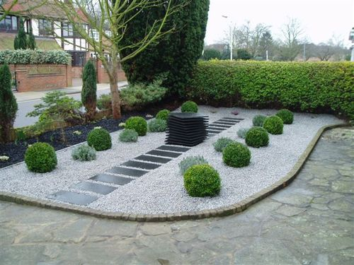 Modern gardens Chelmsford - Side on view with granite slabs and chippings.